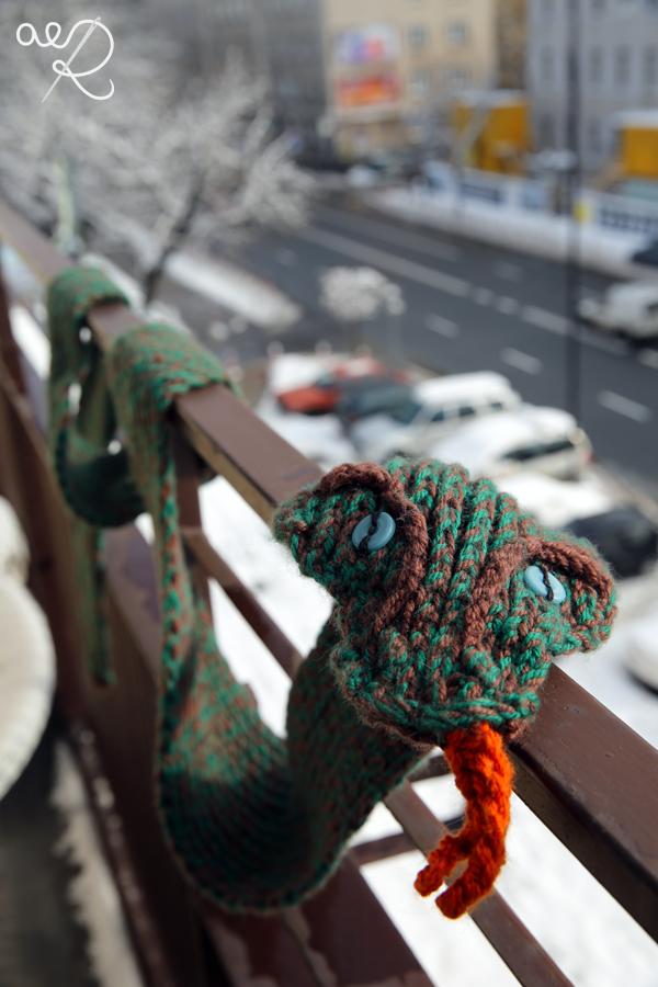 Wąż na drutach