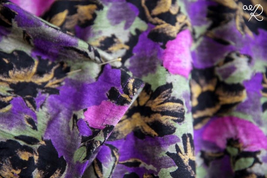 dzianinowa bluzka w kwiaty - rękaw